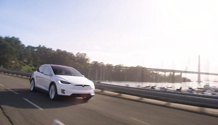 Daimler leiht Tesla für heimliche Tests und gibt ihn ramponiert zurück