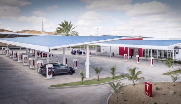 Elon Musk will Kunden mit digitalen Trophäen für Besuch eines Tesla-Restaurants belohnen