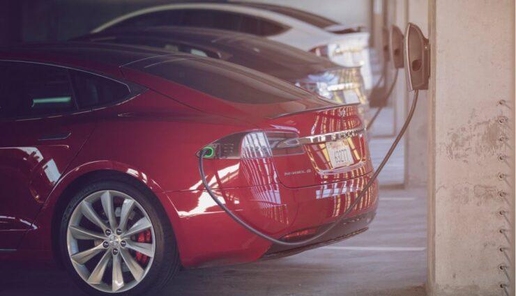 Tesla sucht Ladestationspartner für Wohnanlagen und Arbeitsplätze