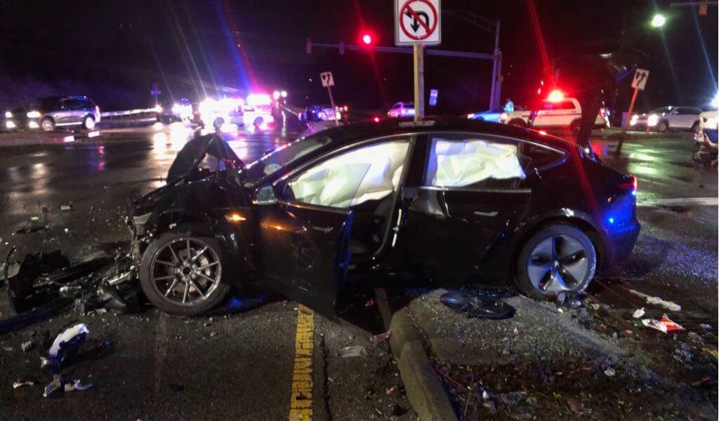 Nach Model 3-Unfall: Software-Update und Splitterschutzfolie sollen ...