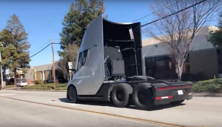 Video: Tesla Semi führt rasante Beschleunigung auf öffentlicher Straße durch