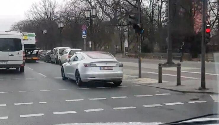 Video: Tesla Model 3 in Berlin gesichtet, womöglich im Besitz von Audi oder BMW