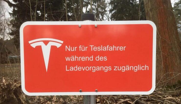 """Neuer Supercharger in Deutschland: """"Nur für Teslafahrer während des Ladevorgangs zugänglich"""""""