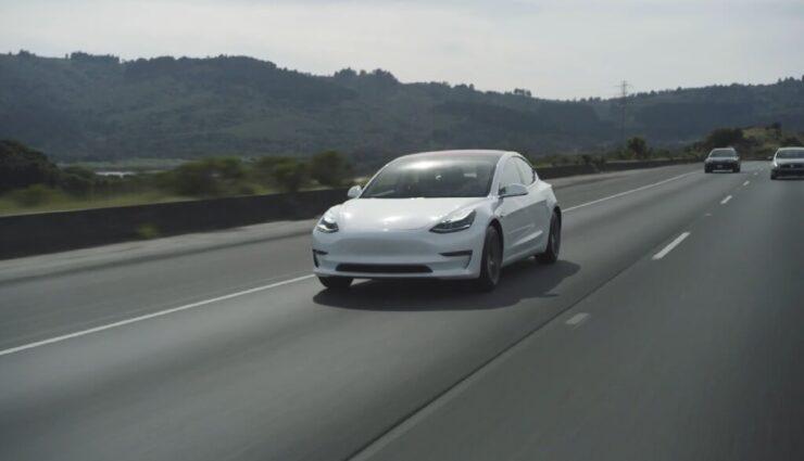 Musk auf Twitter: Rotes Interieur ab 2019, Model 3 Leasing-Optionen frühestens nach 6 Monaten uvm.