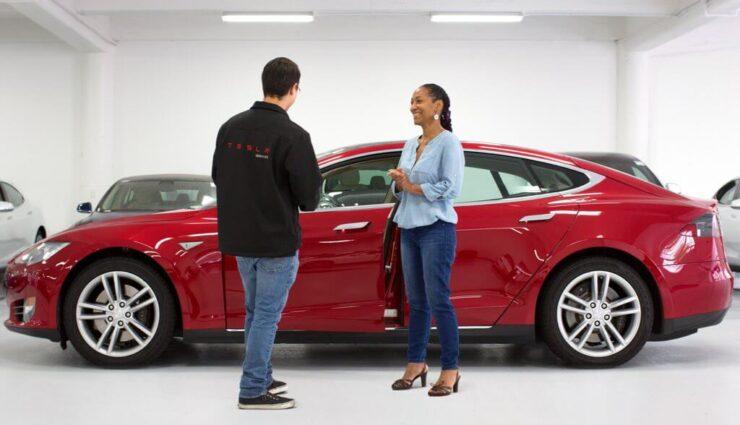 Tesla schreibt wieder deutlich mehr offene Stellen aus