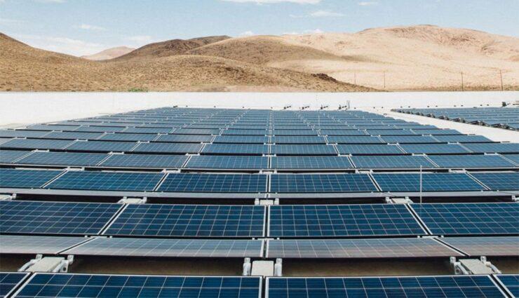 """Tesla: Gigafactory 1 erhält """"weltweit größtes Solardach"""" mit """"etwa 200.000"""" Solarpanelen"""