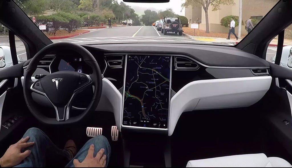 Tesla-Autopilot-Test-Mitarbeiter