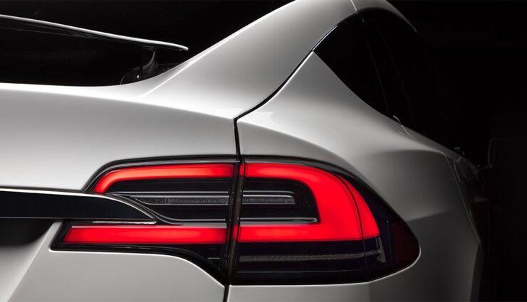 Tesla-Model-X-Hecklicht