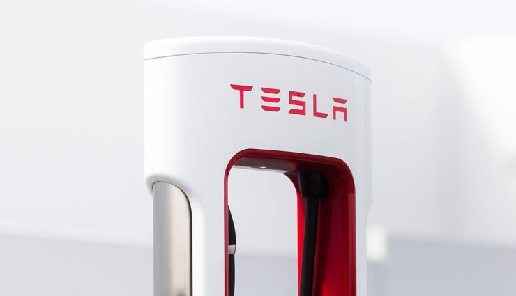 Tesla-CCS-Supercharger