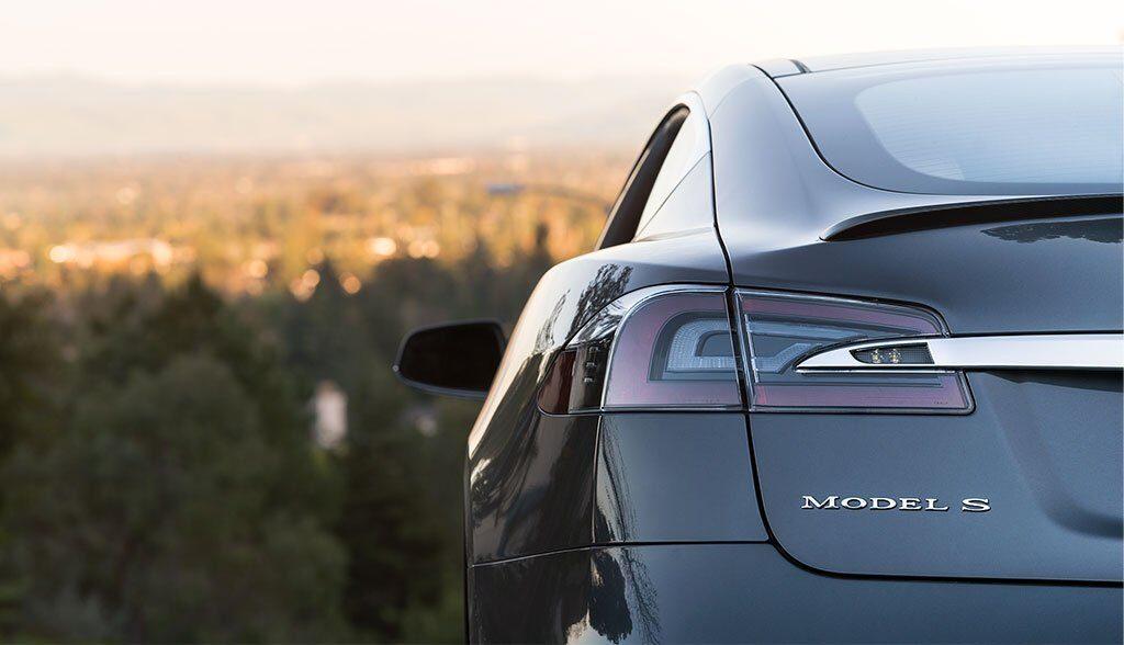 Tesla-Model-S-Brand-2014