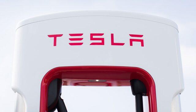 Tesla-Supercharger-Blockade