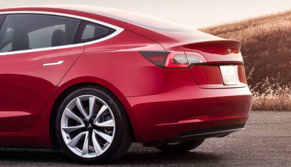 Anhaengerkupplung-Tesla-Model-3-Model-Y