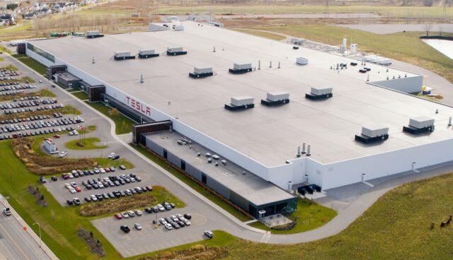 Tesla-Gigafactory-2