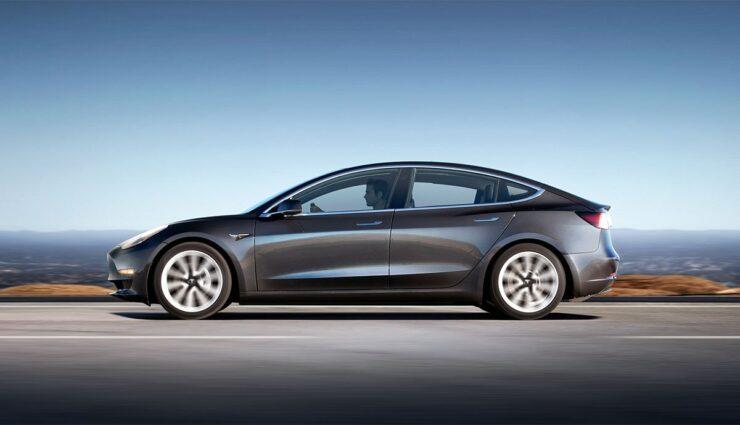 Tesla-Model-3-Autopilot-Spurwechsel-Deutschland