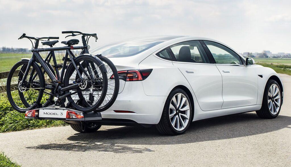 Tesla-Model-3-mit-Anhaengerkupplung