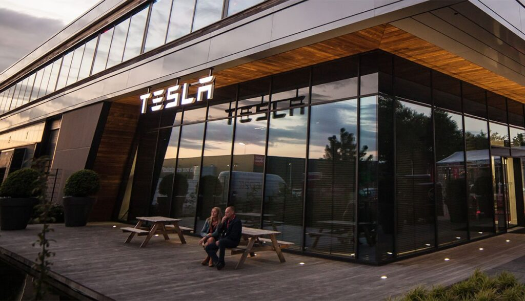 Tesla-Sparmassnahmen