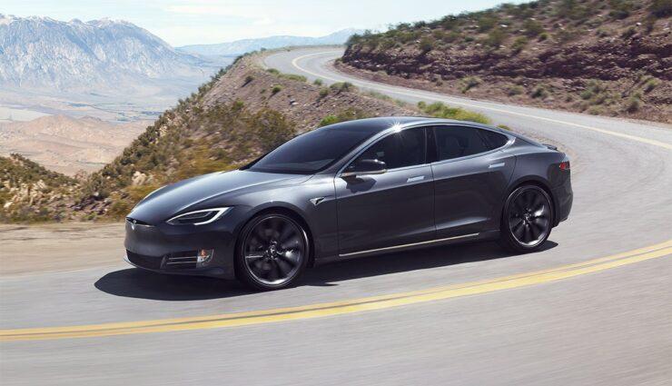 Tesla-adaptives-Fahrwerk