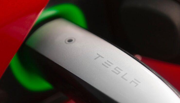 Tesla-Ladestecker