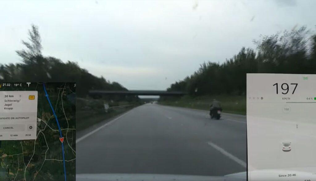 Tesla-Model-3-Autobahn