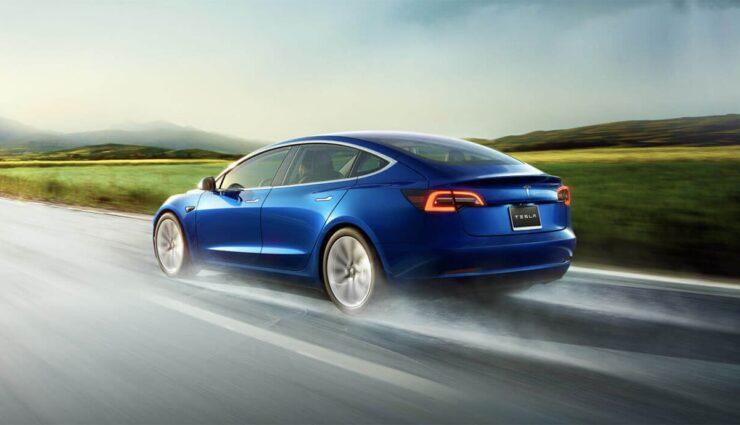 Tesla-Model-3-blau