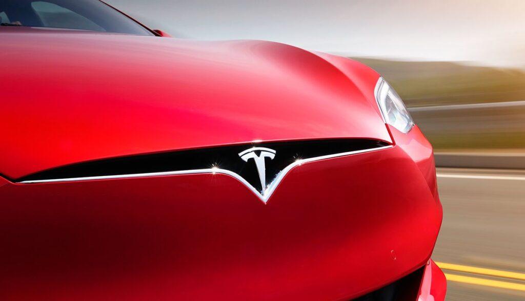 Tesla-Model-S-Taycan