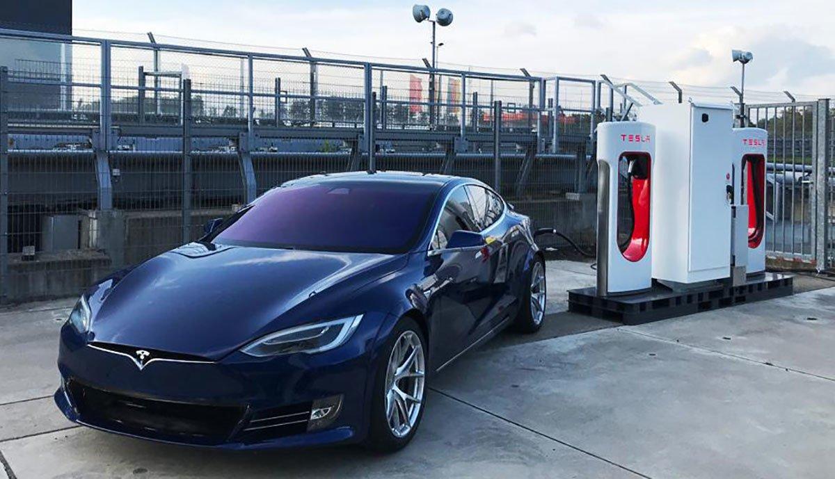 Tesla-Supercharger-Nuerburgring