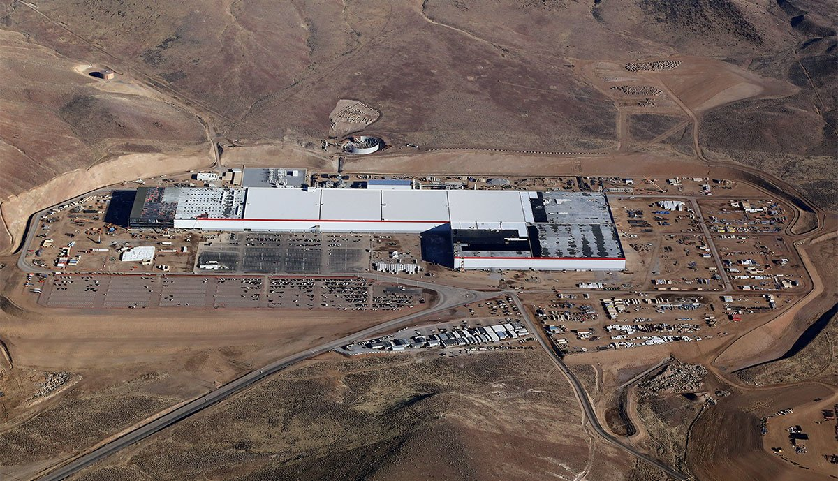 Tesla-Gigafactory-1