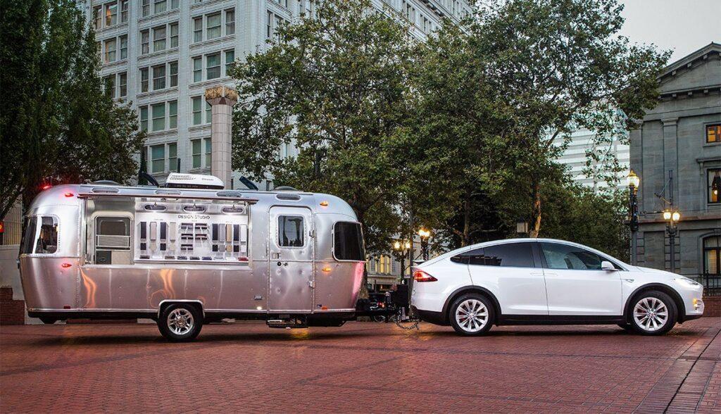 Tesla-Model-X-Anhaenger-Verbrauch