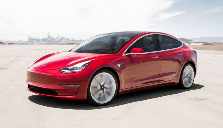 Tesla-Model-3-Goldenes-Lenkrad