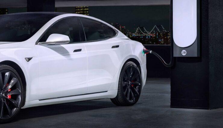 Tesla am Urban Supercharger
