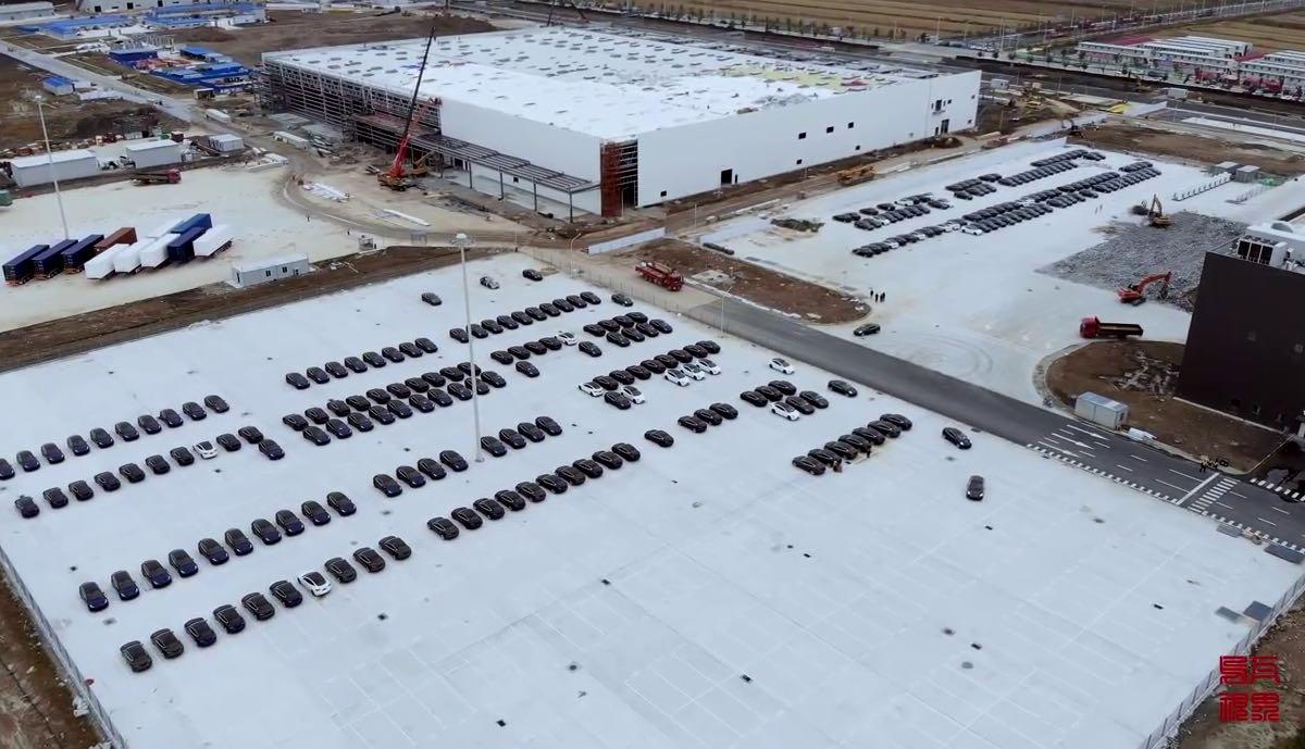 gigafactory china parkplatz