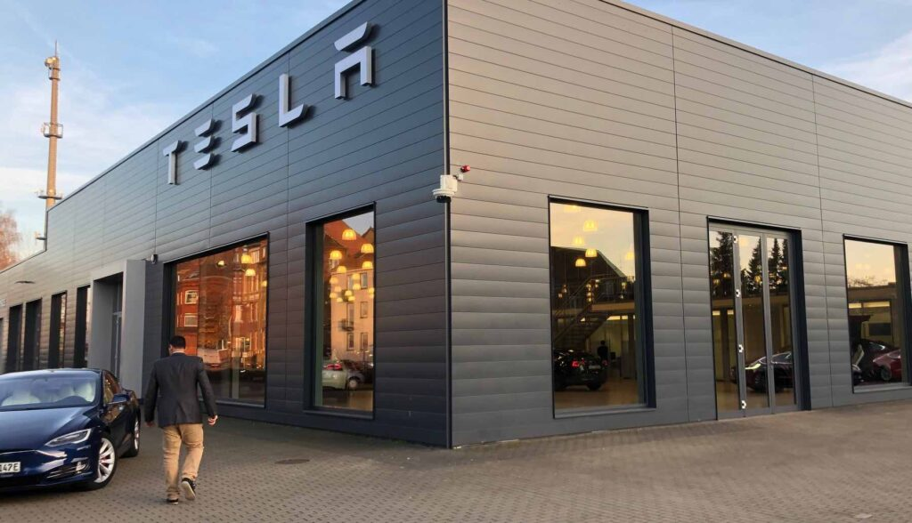 tesla center hannover 1