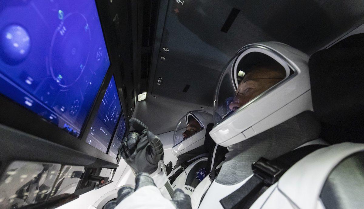 spacex crew dragon innen
