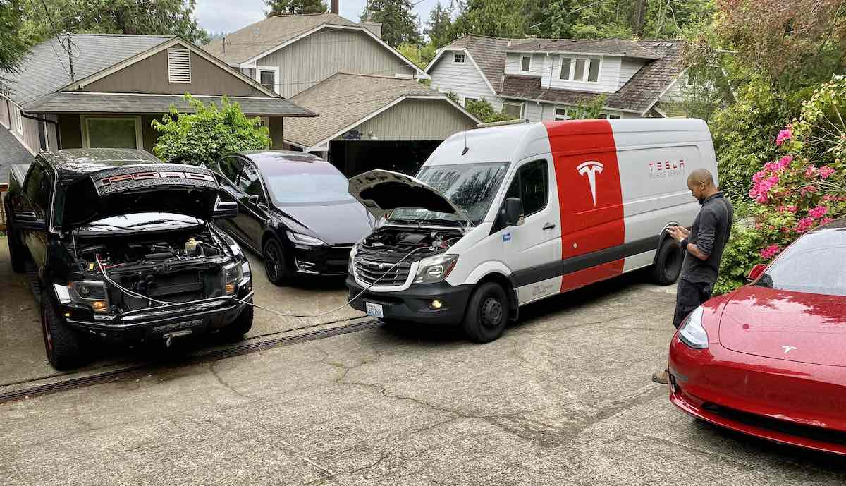 US customer thanks for flexible service; Ford jump-start from Tesla technician