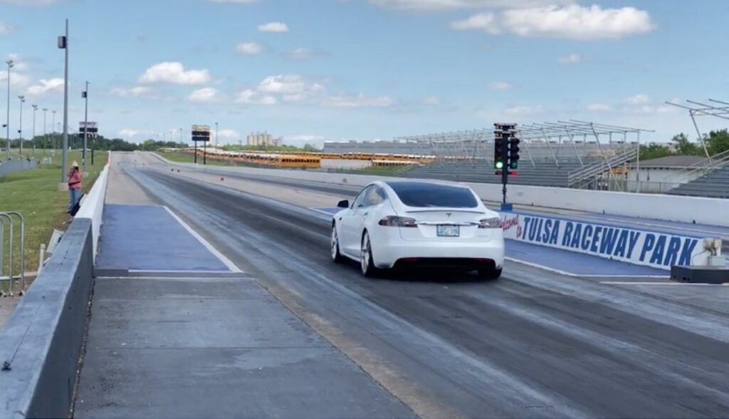 tesla model-s performance cheetah drag rekord