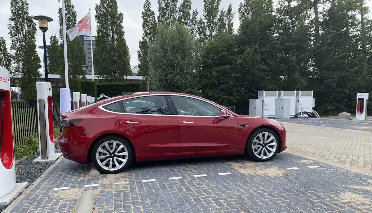 tesla erster v3 supercharger eu niederlande weit