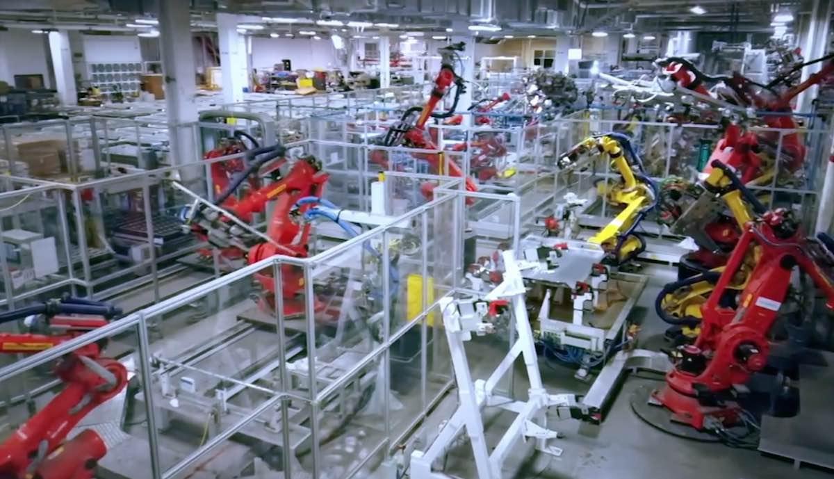 tesla gigafactory panasonic nevada roboter