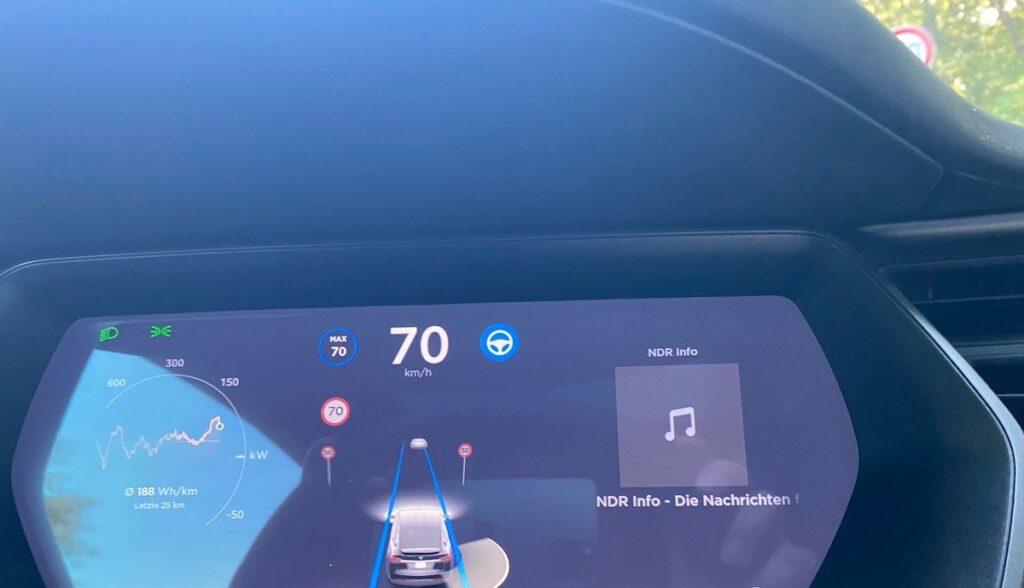 tesla model-x test autopilot tempo erkennung
