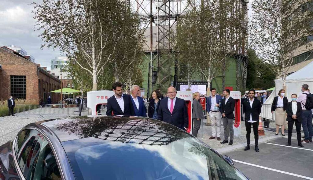 tesla supercharger berlin euref minister