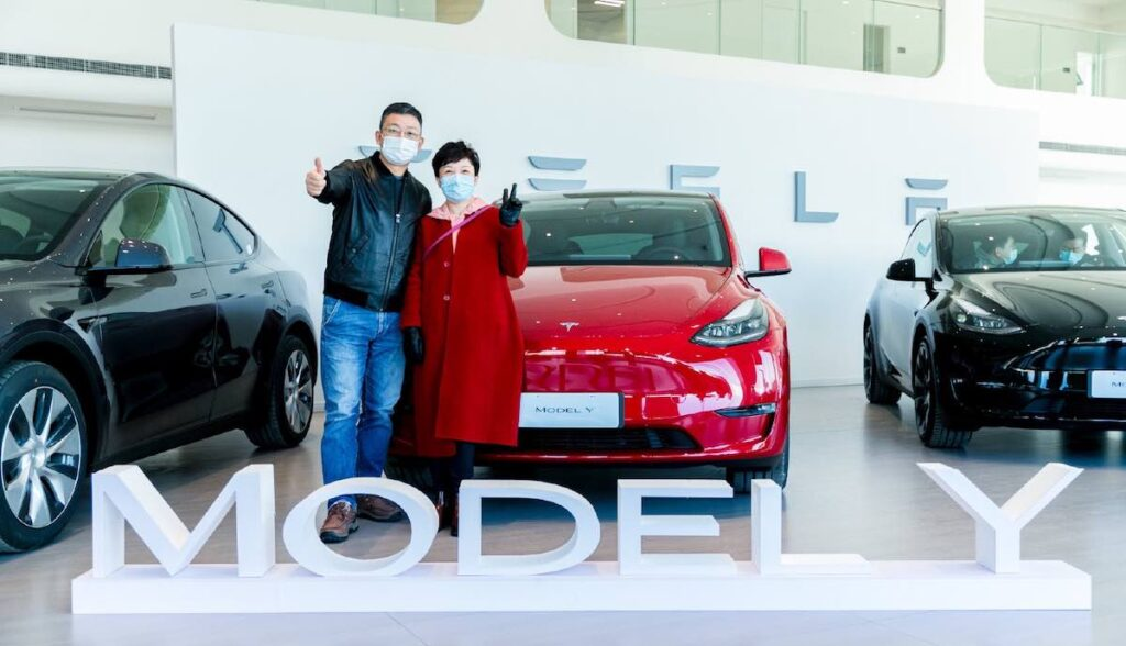 tesla model-y china start auslieferung