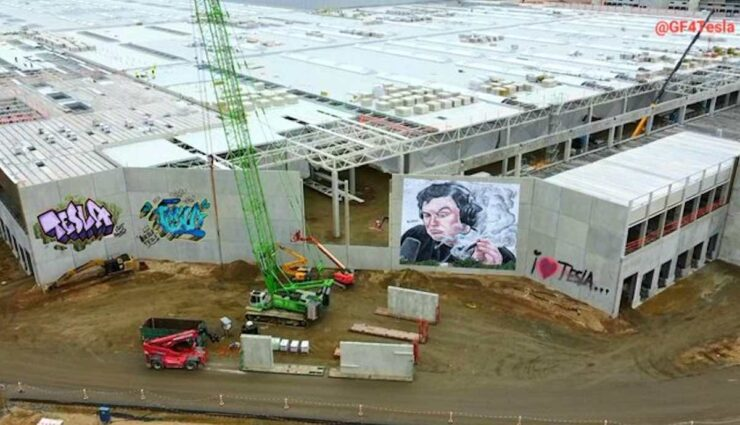 tesla giga berlin graffiti
