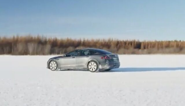 tesla model-s plaid test schnee