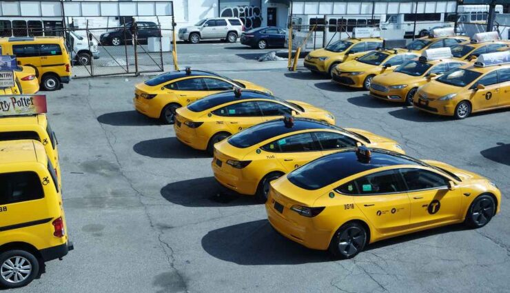 tesla model-3 taxi yellow can new york flotte