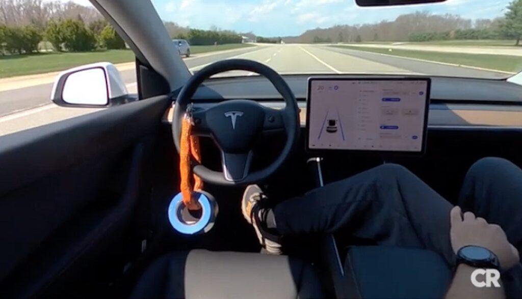 consumer reports test autopilot tesla model-y lenkrad