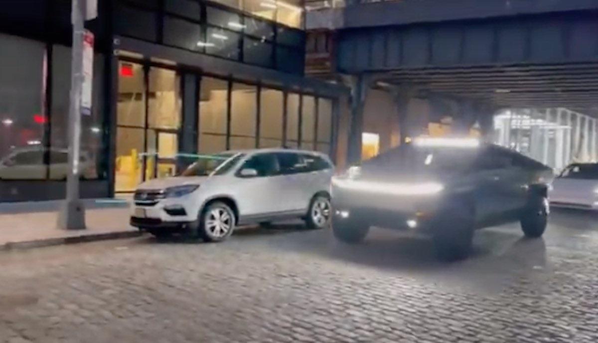 Cybertruck vor TV-Show von Tesla-Chef in New York – und Konkurrent Lucid bucht Werbe-Platz