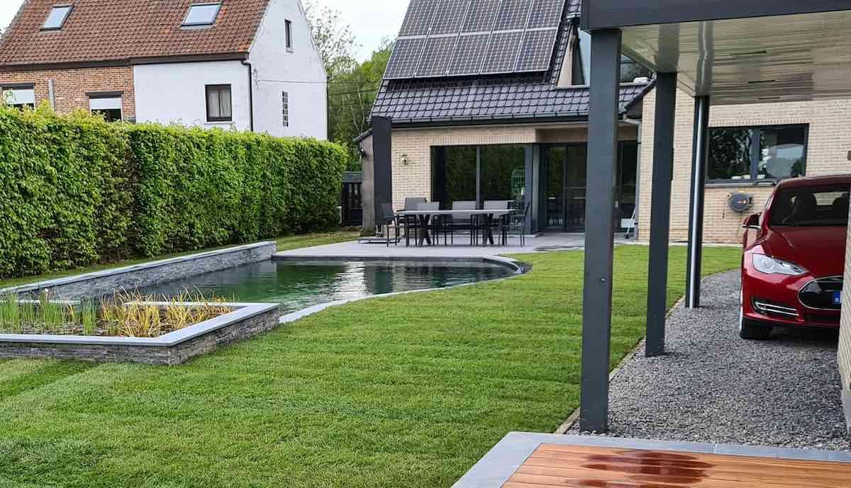 tesla fan belgien pool solardach