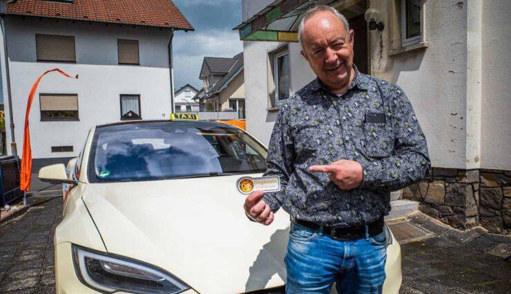 tesla taxi aschaffenburg dogecoin