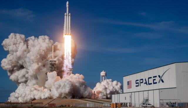 Falcon Heavy Start SpaceX Schriftzug_01