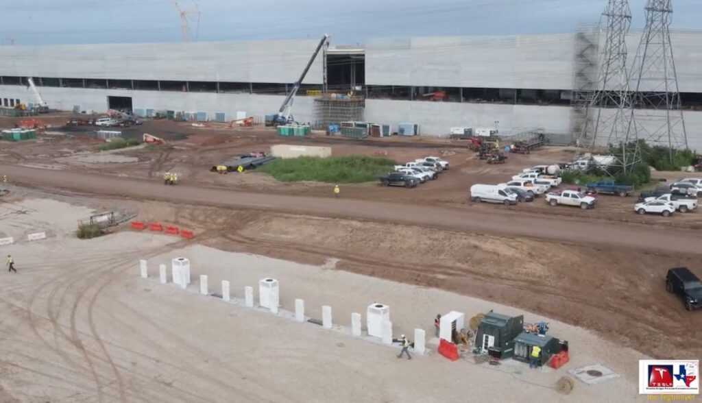 resla gigafactory texas supercharger ostseite
