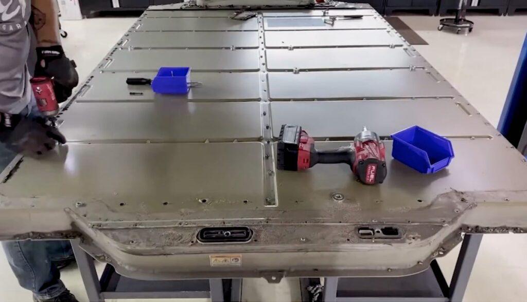 tesla model-s akku reparatur
